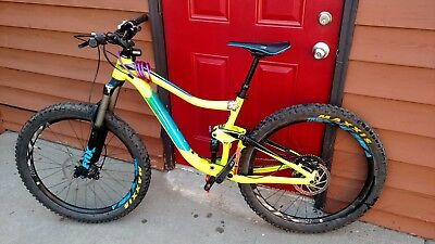 2017 Giant Trance 2 Mountain Bike Medium 27.5 2.8 Tires