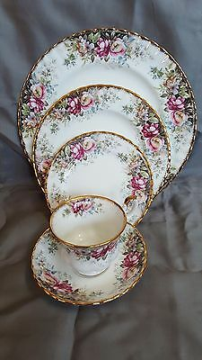 Royal Albert China (1981) AUTUMN ROSES 5 Piece Place Settings (more available)