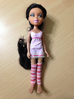 Bratz World House Yasmine Bed Room Doll Dressed Clothes Outfit