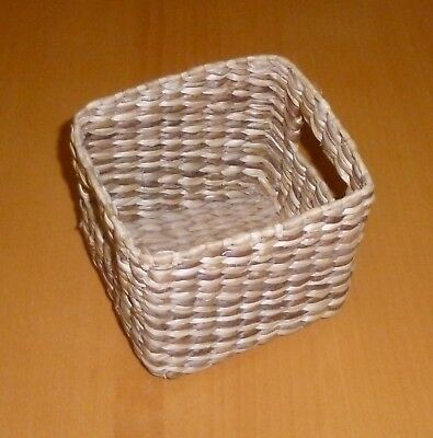 Small wicker basket