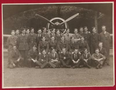 "ORIGINAL 6"" x 8"" WW2 RAF PILOT AND GROUND CREW PHOTO."