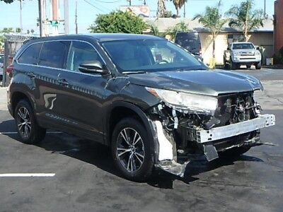 2017 Toyota Highlander LE 2017 Toyota Highlander LE V6 Damaged Salvage Only 2K Mi Perfect Project Must See