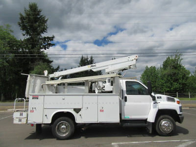 2003 Chevrolet 4500 8.1L V-8 Gas 4X2 Altec At-200 A 36' Telescoping Bucket
