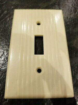 Leviton bakelite ivory single toggle Switch plate cover Vintage ribbed lines