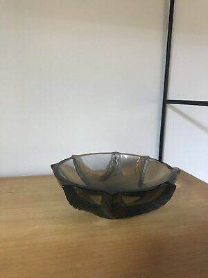 """Lalique """"Coupelle Cerianthe Gris"""" Small Grey Bowl. French Glass."""