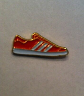 Adidas Football Casual Pin Badge Red White Aberdeen Nottingham Forest Benefica