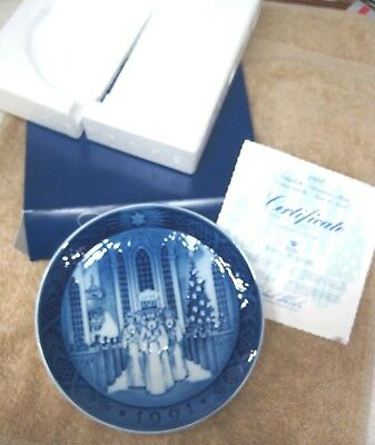 1991 Royal Copenhagen Christmas Plate Denmark Santa Lucia Danish Blue w Box