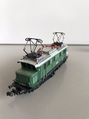 N scale German electric Locomotive and passenger carriage set