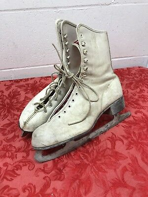 VINTAGE WOMANS / GIRLS ICE SKATES GREAT FOR CHRISTMAS DECORATION Not a Match