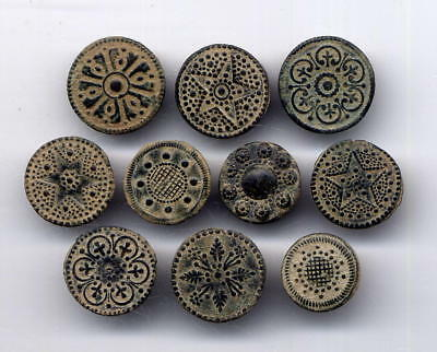 *LORACWIN* Awesome lot 10 bronze buttons with floral embossed decor, 17th cent.