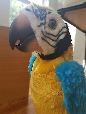 Fur Real Friends SQUAWKERS McCAW Parrot with Perch, and Remote