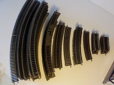83 curved pieces of railway track, a mixture of Hornby and Peco - 00 gauge