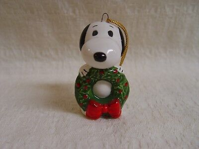 Vintage Peanuts Snoopy With Wreath Ceramic Christmas Ornament Made In Japan