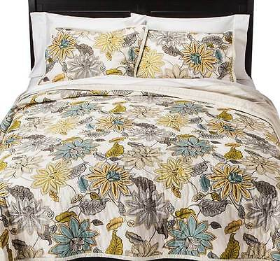 Threshold Dutchwax Floral 3PC Quilt SET  FULL QUEEN NEW  SHAM GRAY YELLOW