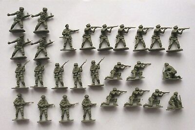 Airfix 1/32 scale soldiers - British WWII Paratroopers - with officer