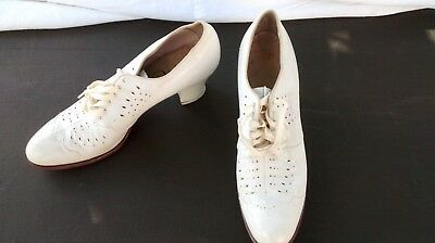 White- 1930s 1940's -Oxford-Lace-Up Vintage Shoes by Fitch Size 6.5 3A (narrow)