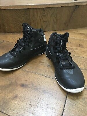 Junior basketball boots under armour size 4, excellent condition