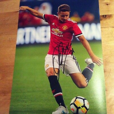 MANCHESTER UNITED ANDER HERRERA 12x8 photo AUTOGRATHED SIGNED -