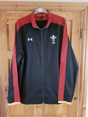 Wales WRU Players Rugby Travel Jacket, shirt, top in XL. Black/Red/Gold