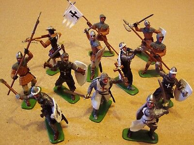 Medieval Crusaders Knights Painted Plastic Figures x 12