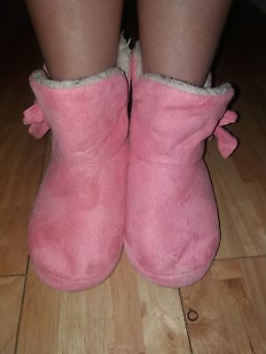 pre worn pink ladies booty slippers fur lined size 5/6