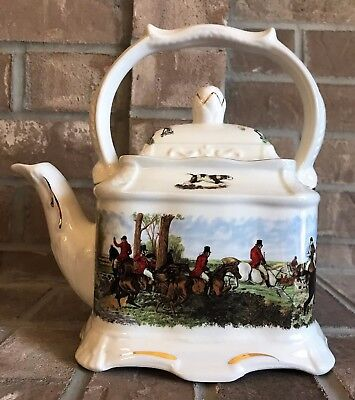 VINTAGE CROWN DORSET STAFFORDSHIRE ENGLAND Fox Hunt Scene TEA POT