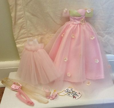 """Tonner Tiny Kitty """"SPRING"""" Outfit Toy Shoppe Exclusive very good condition"""