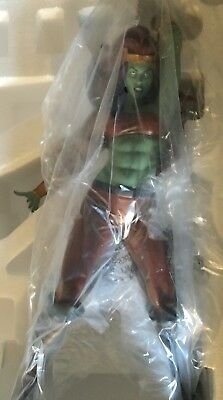 Sideshow Collectibles Women of Marvel Savage She-Hulk Statue Exclusive #201/300
