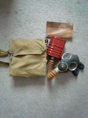 WW2 1940 Gas Mask V4 with case Excellent condition