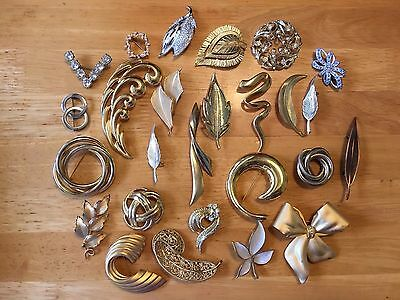 Lot 26 Large Vintage Brooches Golden Abstract Modernist Art Deco some signed