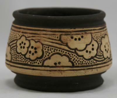 """WELLER CLAYWOOD 2"""" x 3.5"""" MINIATURE FINGER BOWL SWEET BLOSSOMS IN BROWN MINT"""