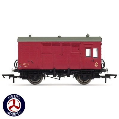 Hornby OO BR ex-LMS Horse Box HOR-R6800 Brand New