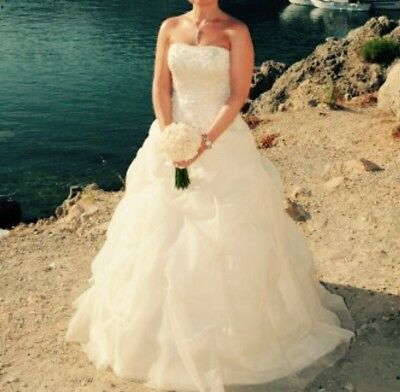 Sample wedding dress size 10 needs seamstress attention for Dry clean wedding dress cost
