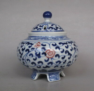 Fine Chinese Antique Blue and White flower Porcelain Cricket Pot with lid