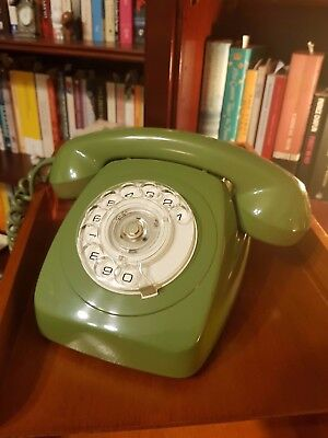 70's GREEN DIAL TELEPHONE IN NICE CONDITION. Pick up or delivery.