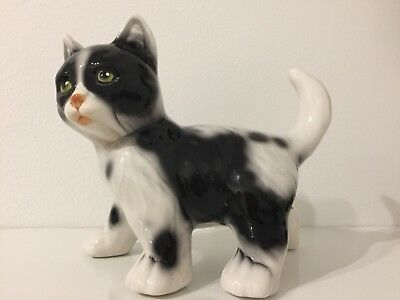 Vintage Italy Porcelain China Figurine Black & White Cat. Hand painting.