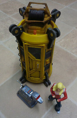 Doctor Who Satan Pit Lift/Elevator capsule plus Rose and Rusty K9 figures
