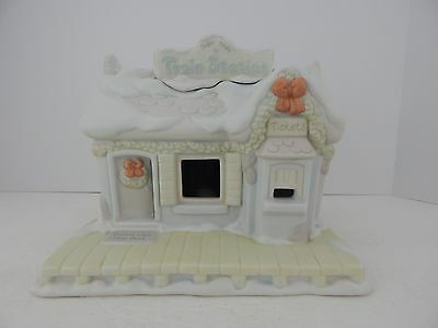 The Enesco Precious Moments Sugar Town Collection Lit Train Station #150150 3