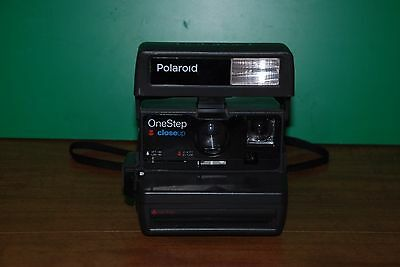 Vintage POLAROID One Step CLOSE UP 600 Instant Film CAMERA with Strap UNTESTED