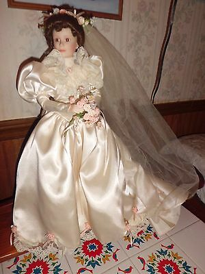 "Ashton-Drake Galleries ""Elizabeth"" 18"" tall porcelain doll free shipping w/coa"