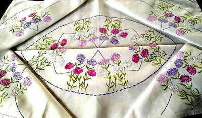 """""""FAIRISTYTCH""""? Chrysanthemums Circle ~ Lge Hand Embroidered Vint Tablecloth 50+"""""""