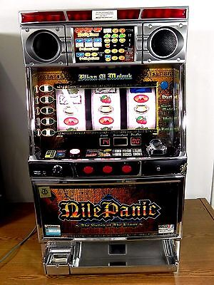 JAPANESE 3 REEL SLOT MACHINE  Pachislo Skill Token Vintage