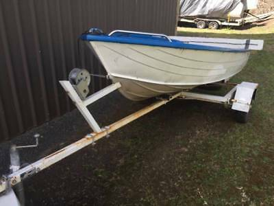 Boat - Small Dinghy