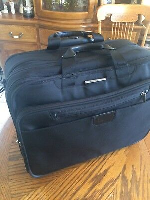 Briggs & Riley Baseline Cabin Spinner 13x15.5x9 Carry-Ons - Black