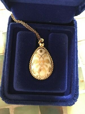 "Vintage FRANKLIN MINT Porcelain Egg Necklace ""Flowers of Spring"" 24k gold detail"