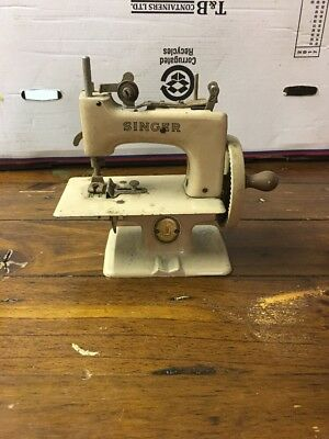1950s ? Vintage Singer Child's / Miniature Sewing Machine in Beige