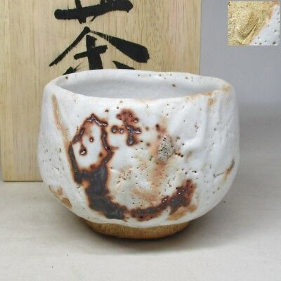 B545: Japanese SHINO pottery tea bowl of appropriate work and good taste w/box