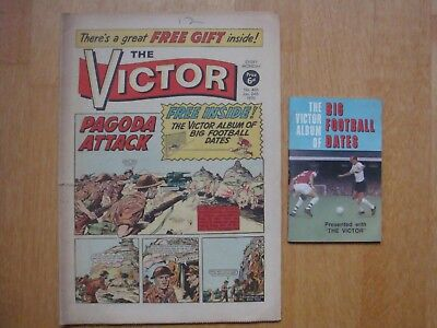 VICTOR COMIC #466 January 24th 1970 WITH FREE GIFT ALBUM OF BIG FOOTBALL DATES