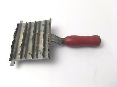 Rare Vintage Red Wood Handle Horse Head Curry Comb Farm Metal Groomer Tool Brush
