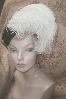 GORGEOUS 1950s SCHIAPARELLI PARIS Ostrich FEATHERS HAT Black Felt & Cream Plumes
